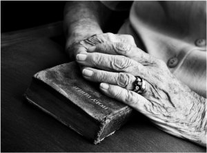 old-hands-bible